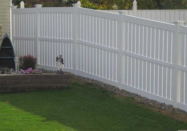do-not-yellow-the-courtyard-pvc-fence