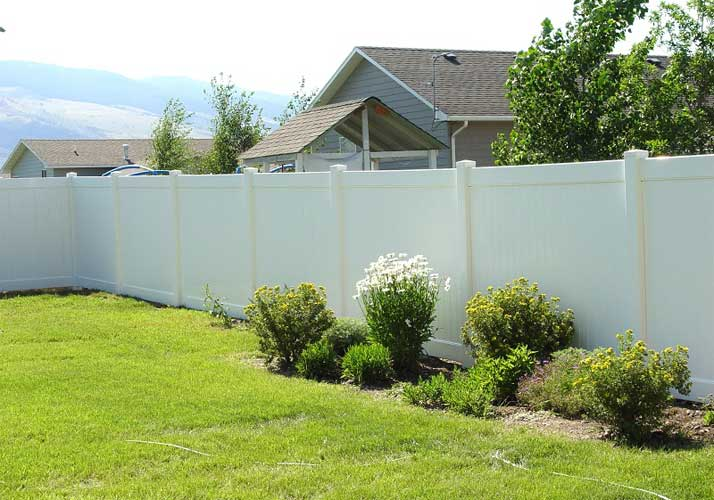 durable-white-composite-fence