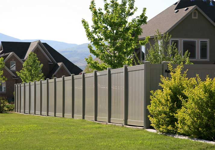 how-to-protect-the-impact-resistant-wood-plastic-fence